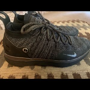 Men's Nike KD 11 tennis shoes